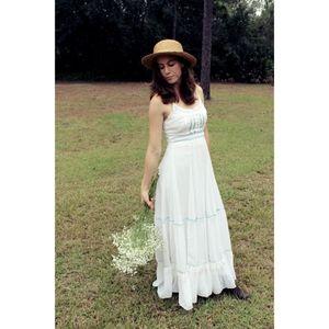 *Gorgeous White Tank Gunne Sax Gown*